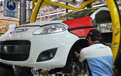 Fiat sigue con las suspensiones en abril y mayo y abre retiros voluntarios.