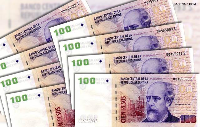 Los falsos billetes de 100 pesos, usados para cometer el engaño.