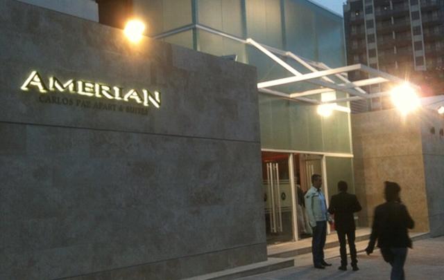El hotel cuenta, además, con un salón de convenciones para 300 personas.
