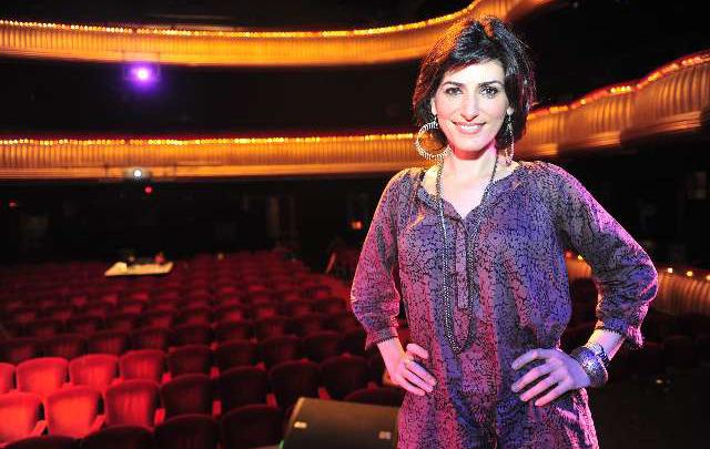 La actriz y cantante se mostró a gusto con el Negro Álvarez.