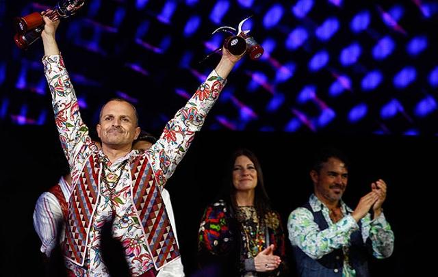 Miguel Bosé recibió varios galardones en Viña del Mar (Foto: La Tercera)