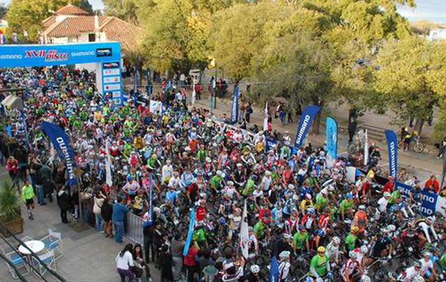 Unas 5.000 personas participaron del Desafío Río Pinto este domingo.