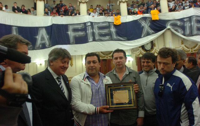 Cáceres fue uno de los barrabrava distinguidos por la Unicameral.