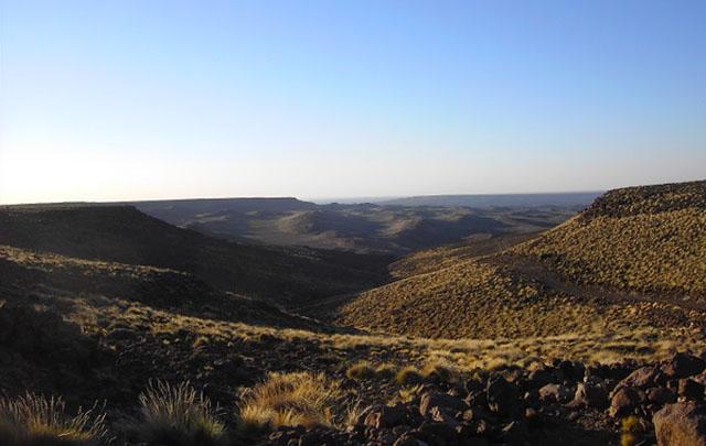 Se sitúa entre el centro-Sur de la Provincia de Río Negro