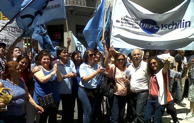Los docentes de Córdoba reclaman la reapertura de paritarias.