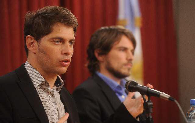 Kicillof encabezó junto a Costa la conferencia de prensa.