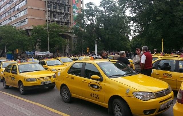 Los taxistas piden seguridad tras el balazo a un chofer (Foto: Archivo).
