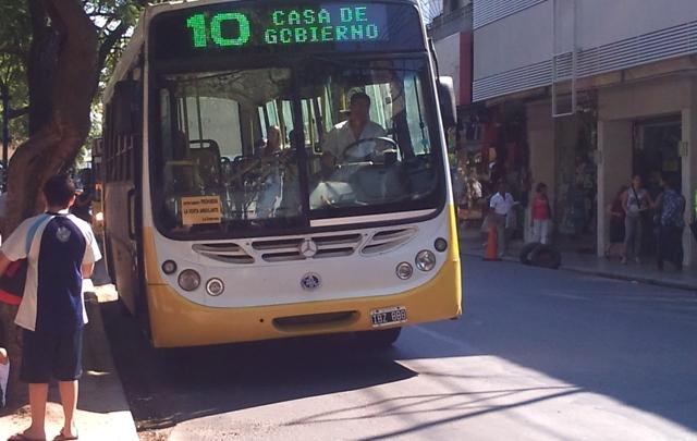 UTA amenaza con un paro en el transporte urbano de Córdoba.