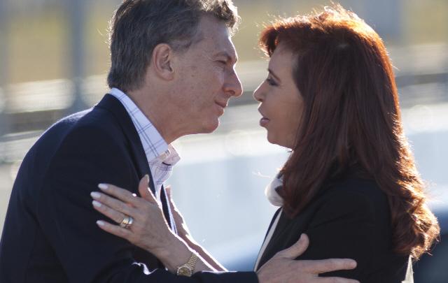 Macri renuncia a la Presidencia y vuelve Cristina Kichner hasta realizar nuevos comicios