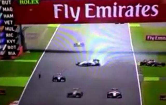 Raikkonen y Massa chocaron en la primera vuelta.