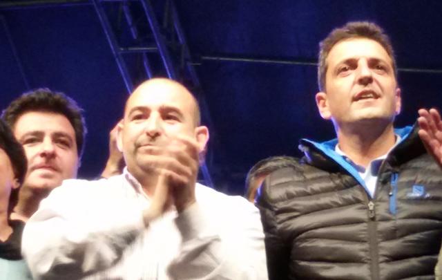 El candidato del Movimiento Viable, Pablo Mirolo, junto a Massa (Foto: Archivo)