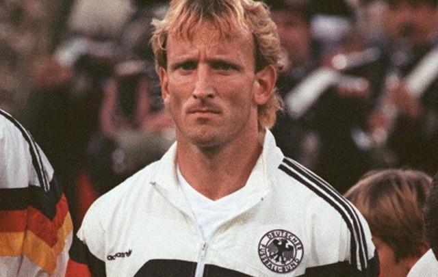 Brehme durante el mundial en que le dio el campeonato a Alemania.