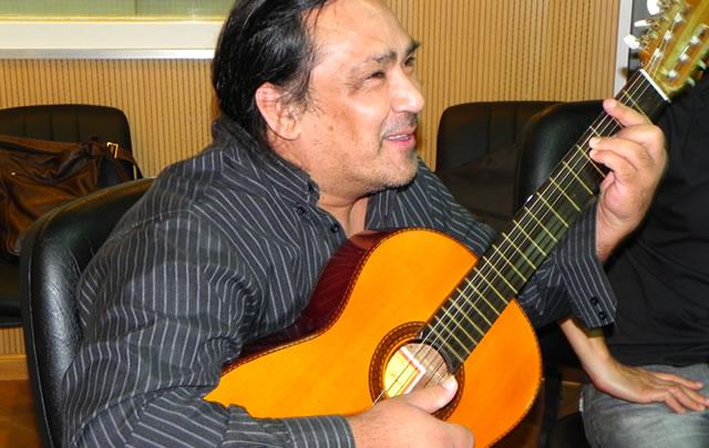 Sergio galleguillo cant para la audiencia de juntos for Comedor universitario unc
