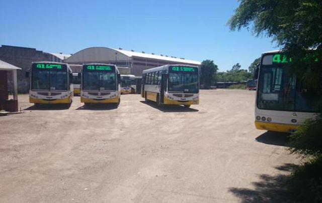 Tres líneas de Autobuses Santa Fe están paralizadas.