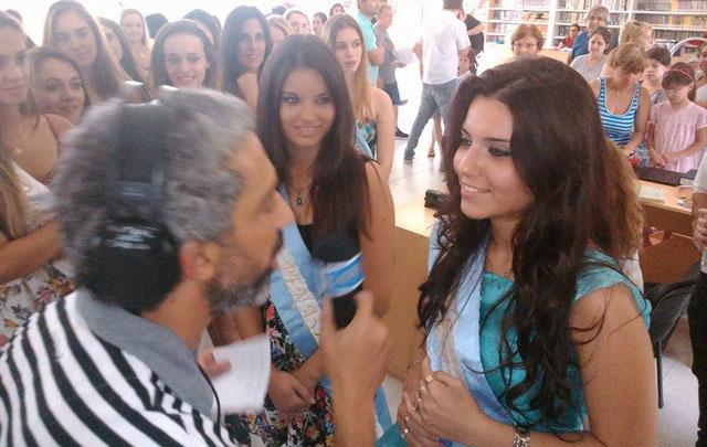 El Turco entrevistando a las reinas.