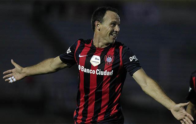 Mauro Matos celebra el primer gol del ''Ciclón''.