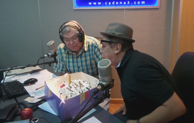 Pelusa sorprendió a Rony en pleno festejo de los 30 años de ''Viva la Radio''.