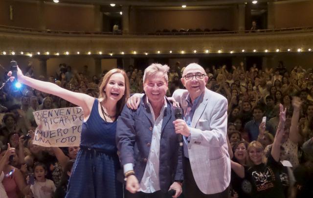 Ricardo Montaner junto a Agus y Mario en el Teatro Real.
