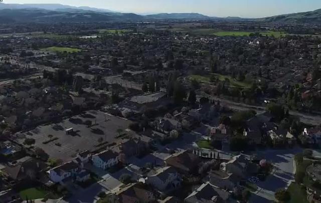 Un drone filmó un ovni con una cámara 4K.
