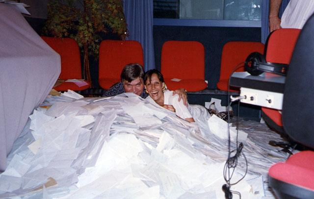 Rony Vargas y Norma Quartino entre cartas de oyentes.