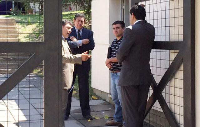 Mazzuchi, en la puerta de la Morgue donde la familia intentó identificar al cuerpo.