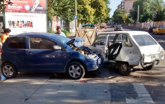 Choque múltiple en avenida Vélez Sarsfield y Peredo en Córdoba.