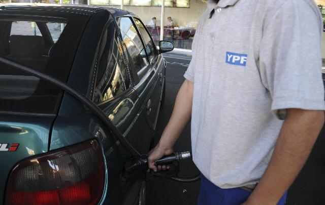 Es el tercer aumento de combustibles en lo que va del año (Foto Archivo).