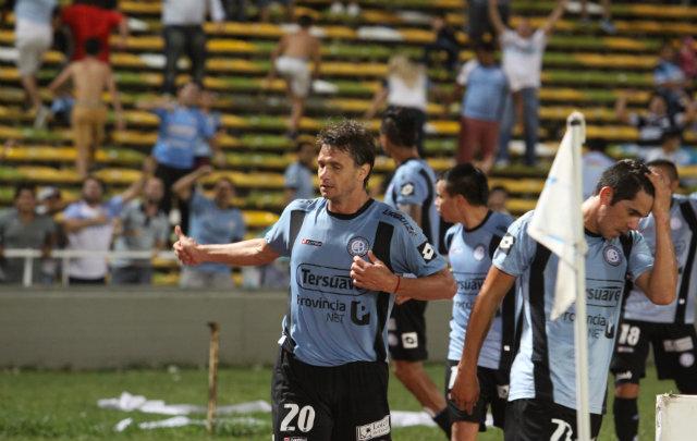 Mauro Óbolo, sobre el final, hizo el gol de la victoria.