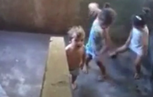 La madre filmaba a sus hijos jugando cuando comenzaron a escucharse disparos