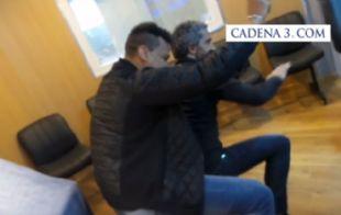 El Turco bailando con Jean Carlos en los estudios de Cadena 3.