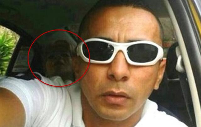 Un taxista se sacó una selfie con un fantasma.