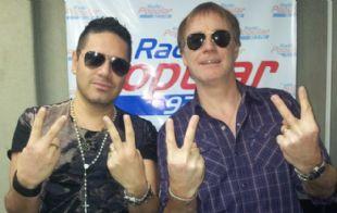 El Colo Gianola con Daniel Guardia en el estudio de Radio Popular