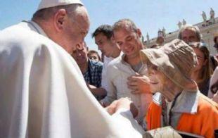 Emma Morisini junto al papa Francisco.