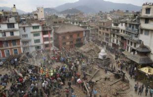 casi un millar de muertos dejó el sismo en Nepal.