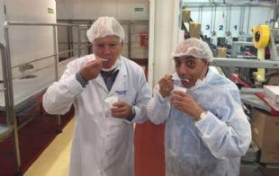 Mario Pereyra visitó fábrica de helados de Grido.