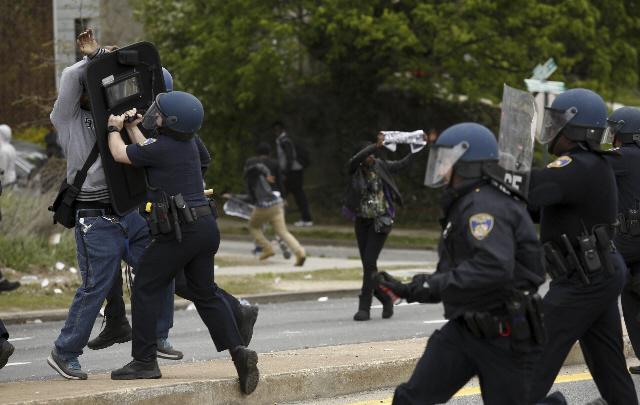 Jornadas de tensión y violencia se viven en Baltimore.