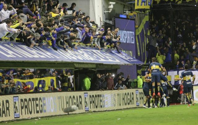 Los hinchas de Boca enloquecieron con la ráfaga de goles de su equipo.