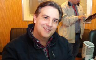 Llaryora visitó los estudios de Cadena 3 durante Viva la Radio.