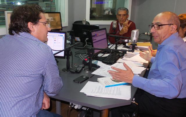 El español José Miguel Mulet en los estudios de Cadena 3.