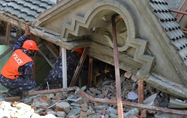 Un nuevo sismo arrasó con Nepal y parte de India.