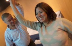 Aguad bailando bachata con Geo Monteagudo.