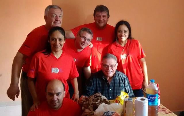Rony, junto a los médicos voluntarios en La Merced, Salta.