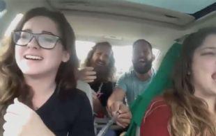 """Los jóvenes se accidentaron mientras se filmaban con un """"palo - selfie""""."""