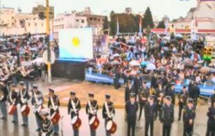 Transmisión en vivo del acto frente al Centro Cívico.