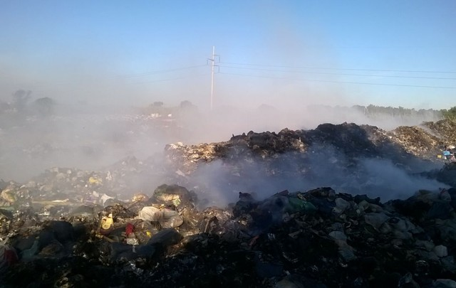 El humo del basural y la niebla incidieron en el accidente.