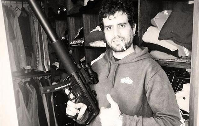 Carlitos Nair tiene debilidad por las armas (Foto: @N_air_M)