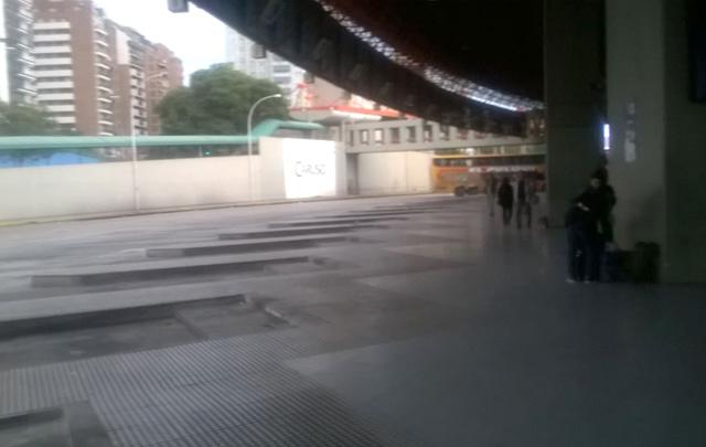 Las plataformas de los interurbanos en la Terminal de Córdoba vacías (Foto: Archivo)