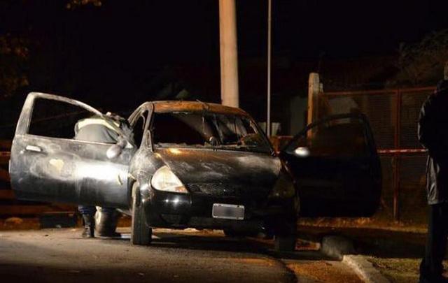 Bomberos inspeccionaron el vehículo siniestrado (Foto: centediario.com)