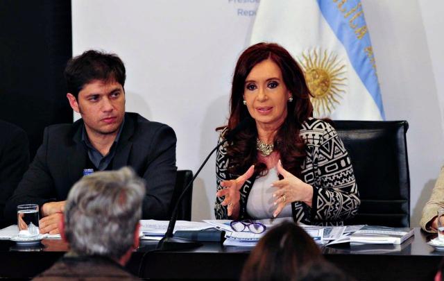 La Presidenta y Axel Kicillof, en el acto que fue transmitido por cadena nacional.