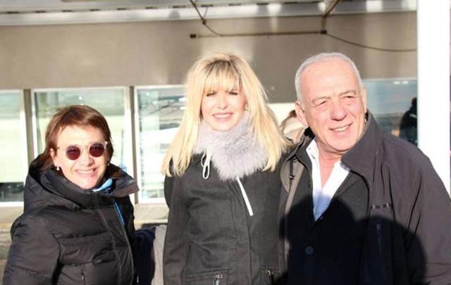 Fabiana Ríos y su vicegobernador se fotografiaron con Rabolini en el aeropuerto.)